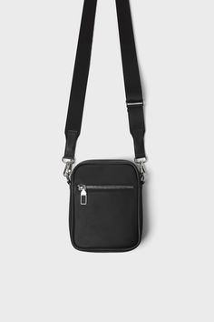 ZARA - Male - Basic black mini crossbody bag - Black - M Mini Mochila, Black M, Vintage Backpacks, Leather Laptop Bag, Side Bags, Cheap Bags, Leather Bags Handmade, Mini Crossbody Bag, Casual Bags