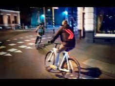 Veel fietsers zijn slecht verlicht en gebruiken hun mobieltje tijdens het fietsen. De Smart Jacket laat zien hoe mobiele technologie ook een positief effect ...