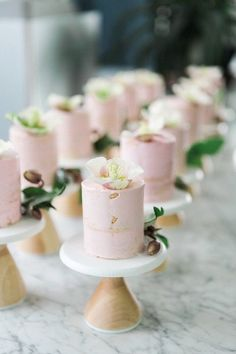 Here the trend has gone from formal, traditional cakes to individual bite-size desserts. Lets see how to rock mini desserts. Wedding Desserts, Mini Desserts, Mini Wedding Cakes, Table Wedding, Egg Desserts, Irish Desserts, Dessert Recipes, Small Desserts, Elegant Desserts