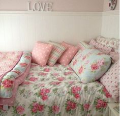 floral tumblr room