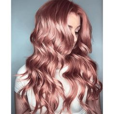 winter hair color trends Pastel hair colors for dark skin in 2019 are not just working for spring/summer days. You can likewise don one complimenting shade in winter. Cabelo Rose Gold, Rose Gold Hair, Dusty Rose Hair Color, Rose Blonde Hair, Rose Gold Blonde, Hair Color For Dark Skin, Cool Hair Color, Pastel Pink Hair, Purple Hair