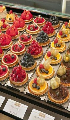 Konditorei – tasty little tarts… Delicious! Confectionery – tasty little tarts … Mini Cakes, Cupcake Cakes, Patisserie Fine, French Patisserie, Decoration Patisserie, Bakery Decor, Mini Tart, Mini Fruit Tarts, Fancy Desserts