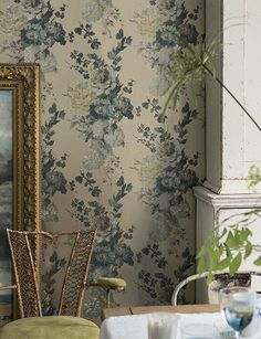 A divine printed wallpaper with floral design on an silver background. Vivacious hand-painted floral displays upon a plastered background with a fresco feel. Seraphina by Designers Guild, Buy online today. Decor, Wallpaper Bedroom, Wall Wallpaper, Wallpaper, Vintage Wallpaper, Blue Wallpapers, Floral Wallpaper, Inspirational Wallpapers, Designers Guild