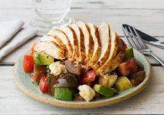 Low Carb: Hähnchenbrust mit italienischem Salat