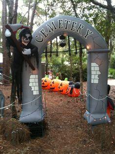 25 amazing disney halloween decorations ideas - Rustic Halloween Decorations