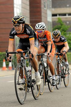 I love this photo of Dani King, Lizzie Armitstead & Laura Trott! They were competing in the 2013 National Road Race Championships, Glasgow, Scotland. Laura Trott Cycling, Pro Cycling, Cycling Bikes, Dani King, Lizzie Armitstead, National Road, Female Cyclist, Road Racing, Victoria
