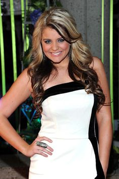 Lauren Alaina Performs at The Christmas For Kids Concert in Chattanoga, TN Lauren Alaina, Cameron Goodman, Stars Then And Now, Height And Weight, Blonde Color, Famous Faces, Beautiful Celebrities, Cut And Color, Body Measurements