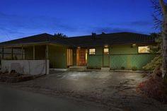 Lønnsom oppussing Garage Doors, Outdoor Decor, Home Decor, Decoration Home, Room Decor, Carriage Doors, Interior Decorating