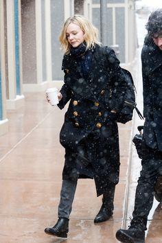 83f7283367b2d  CareyMulligan wearing a Burberry coat with The Rucksack at  Sundance Film  Festival in Utah