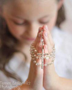 First Holy Communion First Holy Communion Cake, First Communion Cards, First Communion Veils, Holy Communion Dresses, First Communion Decorations, Communion Invitations, Holy Rosary, Portrait Poses, Girl Inspiration