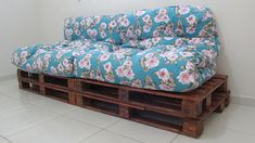 almofada estampada Futons, Pallet Futon, Diy Pallet, Easy Diy, Simple Diy, Super Simple, Sweet Home, Palette, Couch