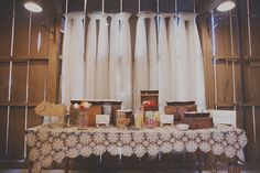 Brown and lace. Rustic and wedding.