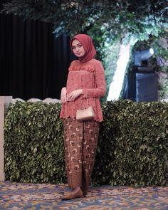 Kebaya Hijab, Kebaya Brokat, Dress Brokat, Batik Kebaya, Kebaya Dress, Kebaya Muslim, Batik Fashion, Abaya Fashion, Kebaya Modern Dress