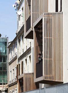 Tetris, social housing and artist studios / Moussafir Architectes Location: Rue du Nord, 75018 Paris, France Social Housing Architecture, Timber Architecture, Architecture Details, Timber Cladding, Exterior Cladding, Studio Paris, Building Design, Building Exterior, Location