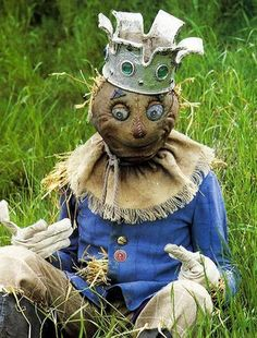 "33 Gorgeous Garden Scarecrow Ideas - Why not take some basic household items or even ""trash"" and turn them into one-of-a-kind, beautiful garden art? Garden art, like all art, is often in . Fall Scarecrows, Halloween Scarecrow, Fall Halloween, Halloween Crafts, Scarecrow Ideas, Halloween Decorations, Halloween Ideas, Halloween Halloween, Vintage Halloween"