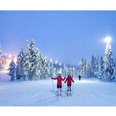 What a feeling! Did You know with @lufthansa non-stop to Finland's largest winter sports centre Levi. Munich-Kittilä and you get an adventure of your lifetime to the winter wonderland.  Jovain on makiaa, nämät talvikelit! Läheppä sieki hiihtelemään ja nauttimaan talven riemuista  Thanks @merethe5 for sharing this pic with us  Have a great weekend!  #BreakLevi #LeviLapland #visitfinland @ourfinland #visitlapland #finland #thisisfinland #wanderlust #wildernessculture #winterwonderland