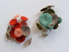 Crochet Brooches. Pétalas by Vera João