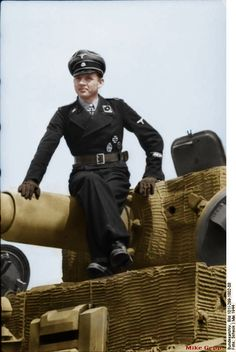 Tank Ace Michael Wittman ( pronounced Mah -CHEE- el VIT -Man ) auf Deutch...