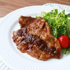 玉ねぎで柔らか 豚肩ロースの甘辛トンテキ 作り方・レシピ   料理・レシピ動画サービスのクラシル