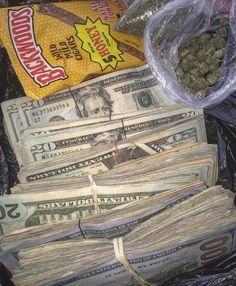 i am doing what i love and earning lots of money Boujee Aesthetic, Badass Aesthetic, Bad Girl Aesthetic, Alcohol Aesthetic, Mo Money, How To Get Money, Money Girl, Mild Cigars, Flipagram Instagram