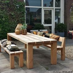 Grote eiken tuintafel Mânsk - Woonwinkel Alle Pilat Garden Furniture, Outdoor Furniture Sets, Outdoor Tables, Outdoor Decor, Outdoor Gardens, Outdoor Living, Exterior, Patio, Restaurant Ideas