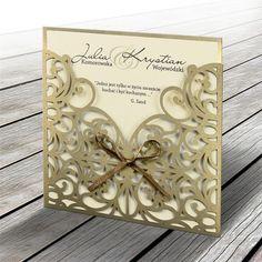 A meghívó egy tartóban helyezkedik el, ami fém hatású óarany papír.A borító eredeti lézer kivágással és szatén szalaggal díszített.A betétlap ekrü, matt felületű.   A meghívóhoz dekoratív boríték jár.A meghívóknál nincs szerkesztésiés nyomtatási költség Wedding Cards, Wedding Invitations, Place Cards, Wedding Inspiration, Place Card Holders, Frame, Design, Invitations, Fiestas