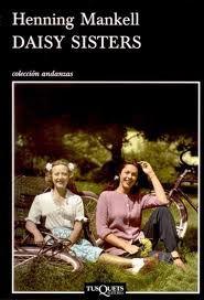"""Daisy Sisters. Henning Mankell. """"Esta novela se adentra por caminos imprevisibles y el relato se vuelve tan emocionante como una novela criminal."""" Frankfurter Allgemeine Zeitung"""