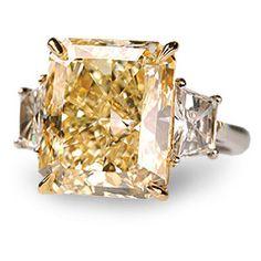 #yesIdo #ring #engaged #diamond