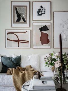 En inspirerande tavelvägg med grafisk konst • Husligheter