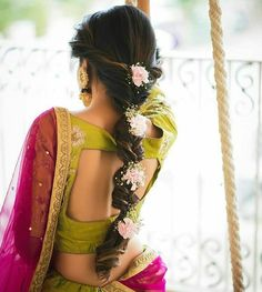 10 Inspiring Indian Wedding Hairstyles for Long Hair You Must Try Before Walking Own Towards the Aisle Wedding Hairstyles For Girls, Bridal Hairstyle Indian Wedding, Engagement Hairstyles, Bridal Hair Buns, Bridal Hairdo, Wedding Hairstyles For Long Hair, Wedding Updo, Indian Wedding Sarees, Wedding Attire
