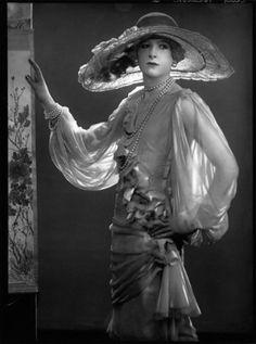 Cecil Beaton en 'Todo el Vogue' de Dorothy Wilding, 1925, Galería Nacional de Retratos de Londres