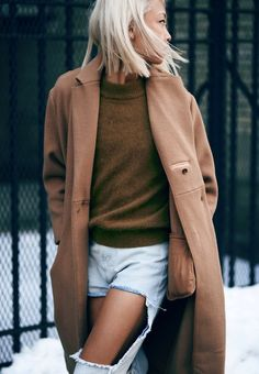 Vanessa of The Haute Pursuit in a camel coat & destroyed denim #style #fashion