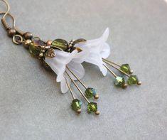 White Flower Earrings Lucite Flower Earrings от apocketofposies