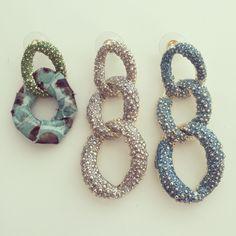 What's your favourite? De Inspired by oorbellen zijn aangevuld en de kleur blauw is toegevoegd. Shop deze op de website.