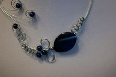This blue open collar necklace is one of a kind. Made with a semi-precious stone, glass beads and metal wire. No need to attach it, it's open on the front. You just have to place it on your neck. Wire Necklace, Wire Wrapped Necklace, Beaded Necklaces, Collar Necklace, Beaded Jewelry, Earrings, Prom Jewelry, Wedding Jewelry, Aluminum Wire Jewelry