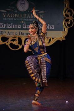 People dancing art smile 53 new Ideas Folk Dance, Dance Art, Dance Outfits, Dance Dresses, Cultural Dance, Indian Classical Dance, People Dancing, Dance Poses, Dance Pictures