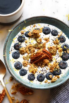 Chia Yogurt Power Bowl Recipes This chia yogurt bowl is packed with fiber, low in sugar, and is the perfect breakfast to fuel you for…. Low Calorie Breakfast, Health Breakfast, Breakfast Bowls, Breakfast Recipes, Detox Breakfast, Yogurt Breakfast, 1200 Calories, Stevia, Superfood