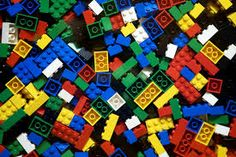Do you remember the fun of playing lego when you were a child? If yes, you probably want your kids to feel the same fun, especially when you have huge amount of lego and decided to make the lego room to store them at your house. Lego Duplo, Lego Ninjago, Legos, Guide Des Parents, Figurine Lego, Wd 40, Lego Blocks, Lego Military, Lego Room