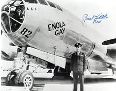 The Enola Gay dropped the nucular bomb (Little Boy) on Hiroshima Aug Three days later another bigger bomb (Fat Man) was dropped on Nagasaki.ended the war in Japan. Nagasaki, Hiroshima Japan, Nose Art, Ww2 Aircraft, Military Aircraft, Fighter Aircraft, Military Jets, Image Avion, Enola Gay