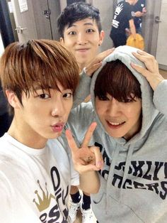 bangtan says goodnight on twitter along with a selca of jin, jimin, and rapmon~