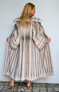OUTLET ITALY CROSS MINK FUR COAT (from behind).