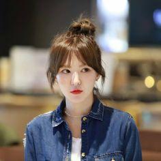 Check out Black Velvet @ Iomoio Seulgi, Kpop Girl Groups, Kpop Girls, Ulzzang, Wendy Red Velvet, Black Velvet, Korean Girl, Singer, Hair Styles