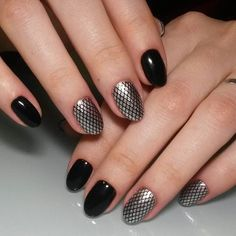Chrome fishnet nails #non_stop_masters_penza #nailart #naildesign #nails #beautynails #beautifulnails #blacknails #manicure #nailpolish #beautix #beautix702 #beautix #neonail...