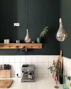 Kitchen – White Tray and Tiles, Wood, Black Wall, Glass Bulbs, DIY Knife … - Diy Kitchen Ideas 2019 Glass Kitchen, Kitchen Backsplash, Kitchen White, Kitchen Interior, Kitchen Decor, Decoration Restaurant, Diy Knife, White Tray, Cocinas Kitchen