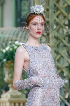 https://www.vogue.com/fashion-shows/spring-2018-couture/chanel/slideshow/collection