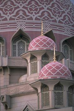 The Putra Mosque - Masjid Putra - is the principal mosque of Putrajaya, Malaysia Detail Architecture, Mosque Architecture, Beautiful Architecture, Beautiful Buildings, Art And Architecture, Putrajaya, Ipoh, Beautiful Mosques, Beautiful Places