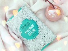 """Mit """"Kaschmirgefühl"""" habe ich Bernhard Aichner kennengelernt. Eine einzigartige Geschichte, die sicherlich auch dich berühren wird! Schau gerne mal rein :) Blog, Christmas Ornaments, Holiday Decor, Entertainment, Book Presentation, History, Christmas Jewelry, Blogging"""
