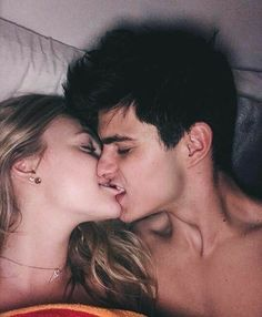 Cute Couples Kissing, Hot Couples, Cute Couples Goals, Couples In Love, Romantic Couples, Couple Kissing, Couple Kiss Photo, Hot Kiss Couple, Couple Goals Relationships
