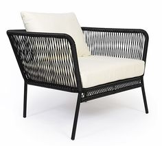 Ce fauteuil de jardin fil noir Mexico et coussin ivoire apporte une touche  d originalité 9e56ae945e3d