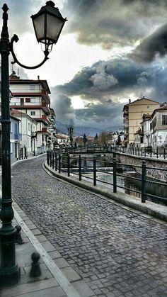 Φλωρινα Thessaloniki, Travel Around The World, Around The Worlds, Santorini Villas, Myconos, Greek Beauty, Greek History, Macedonia, Greece Travel